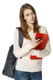 Mujer con el envío de la mochila y de los libros SMS Imagenes de archivo