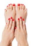 Mujer con el finger y las uñas del pie rojos hermosos imagenes de archivo