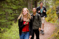 Mujer con el GPS en bosque Imágenes de archivo libres de regalías