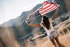 Mujer con el indicador americano Fotografía de archivo