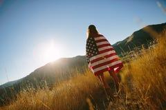Mujer con el indicador americano Imagen de archivo