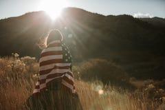 Mujer con el indicador americano Imagen de archivo libre de regalías