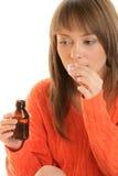 Mujer con el jarabe de la tos Imagen de archivo