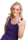 Mujer con el lollypop redondo Imagen de archivo