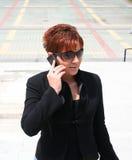 Mujer con el móvil Imagenes de archivo