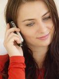 Mujer con el móvil Imagen de archivo libre de regalías