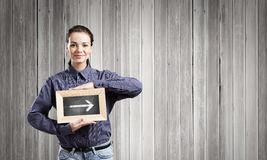 Mujer con el marco Foto de archivo libre de regalías