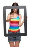 Mujer con el marco de la tableta Imagenes de archivo