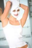 Mujer con el masque facial Fotografía de archivo libre de regalías