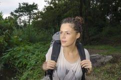 Mujer con el morral Fotos de archivo libres de regalías