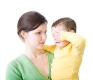 Mujer con el niño gritador Fotografía de archivo libre de regalías