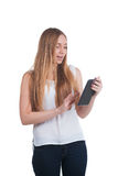 Mujer con el ordenador de la tablilla Fotografía de archivo