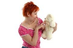 Mujer con el oso de peluche Imagen de archivo