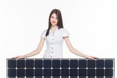 Mujer con el panel solar Imagen de archivo libre de regalías