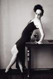 Mujer con el peinado y el maquillaje de la moda Imagen de archivo
