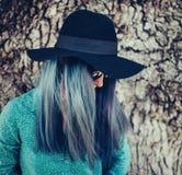 Mujer con el pelo azul fotos de archivo