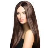 Mujer con el pelo largo de Brown Foto de archivo libre de regalías