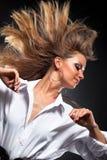 Mujer con el pelo que agita Imagen de archivo