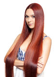 Mujer con el pelo rojo largo Fotos de archivo libres de regalías