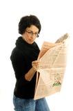 Mujer con el periódico imágenes de archivo libres de regalías