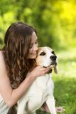 Mujer con el perro Imagenes de archivo
