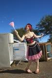 Mujer con el plumero. Fotos de archivo libres de regalías