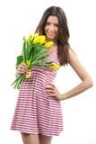 Mujer con el ramo amarillo de los tulipanes Fotos de archivo