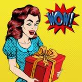 Mujer con el regalo Mujer emocionada con el presente Estallido Art Banner Fotografía de archivo libre de regalías