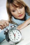 Mujer con el reloj Fotos de archivo