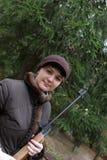 Mujer con el rifle de aire neumático Imagen de archivo
