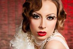 Mujer con el rostro del arte - burlesque Fotografía de archivo libre de regalías