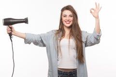 Mujer con el secador de pelo en estudio fotos de archivo