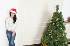 Mujer con el sombrero de Santa Imagenes de archivo