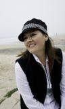 Mujer con el sombrero negro fotografía de archivo