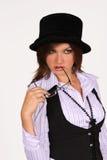 Mujer con el sombrero y en la camisa blanca Fotografía de archivo libre de regalías