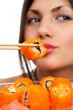 Mujer con el sushi Fotos de archivo libres de regalías