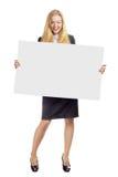Mujer con el tablero blanco vacío Fotos de archivo libres de regalías