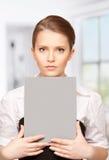 Mujer con el tablero en blanco Foto de archivo