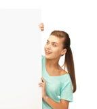 Mujer con el tablero en blanco blanco Fotografía de archivo