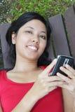 Mujer con el teléfono Imágenes de archivo libres de regalías