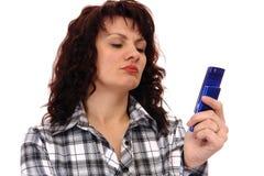 Mujer con el teléfono foto de archivo libre de regalías