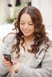Mujer con el teléfono celular Foto de archivo