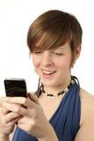 Mujer con el teléfono elegante Foto de archivo libre de regalías