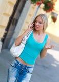 Mujer con el teléfono móvil Fotografía de archivo