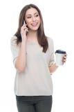 Mujer con el teléfono móvil y el café Imágenes de archivo libres de regalías
