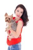 Mujer con el terrier de Yorkshire del pequeño perro Fotografía de archivo