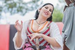 Mujer con el traje medieval Imagen de archivo
