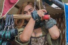 Mujer con el traje medieval Imagenes de archivo