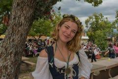 Mujer con el traje medieval Imagen de archivo libre de regalías