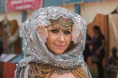 Mujer con el traje medieval Fotos de archivo
